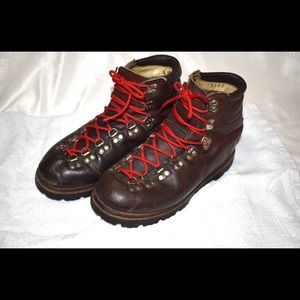 Hiking Boots Women's Dunham 8.5n leather.